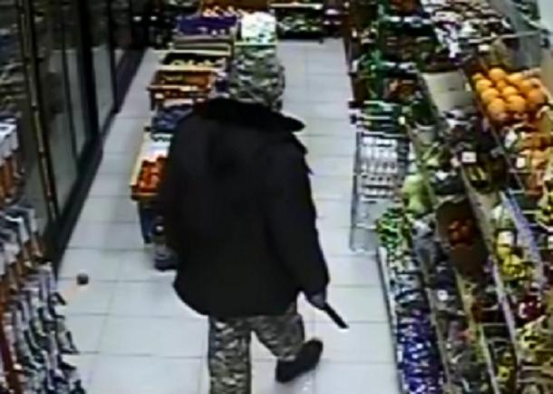 Вооруженный бандит совершил нападение намагазин вРостовской области