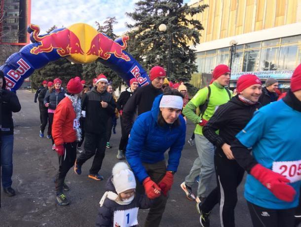 ВРостове впервый раз прошел рождественский забег Дедов Морозов