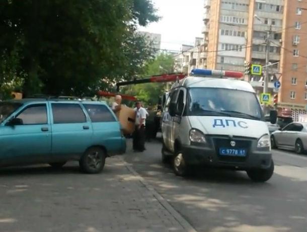 ГИБДД продолжает учить нерадивых водителей, эвакуируя их автомобили в Ростове