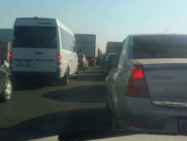 Улица Малиновского в Ростове безнадежно увязла в пятничных пробках в обе стороны