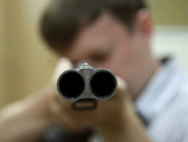 Мучимый ревностью молодой мужчина расстрелял бывшую любовницу из ружья в Ростовской области