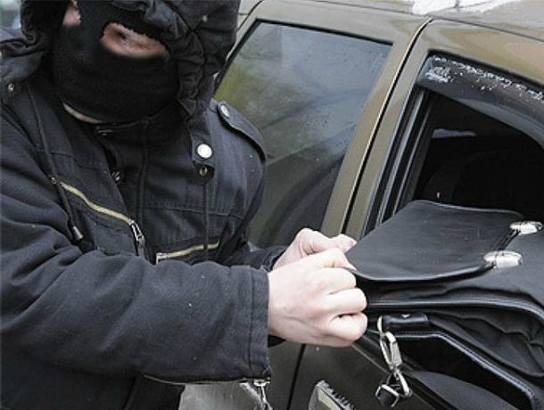 Всамом центре Ростова ограблена дочь пресс-аташе управления занятости