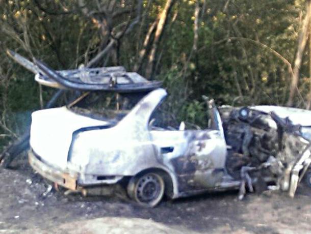 ВРостове-на-Дону шофёр живьем сгорел вмашине после трагедии