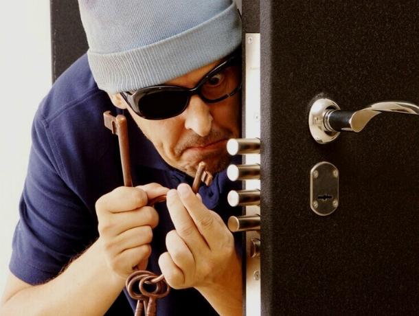 Серию краж мобильных телефонов после взломов квартир вРостове совершил молодой рецидивист