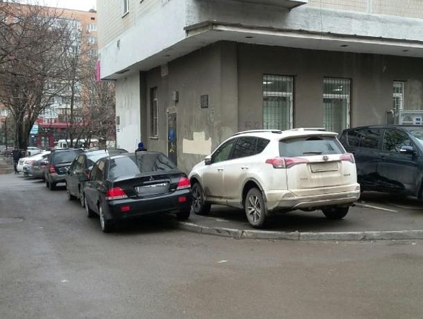 Автохамов на тротуарах хотят штрафовать на «кругленькую» сумму