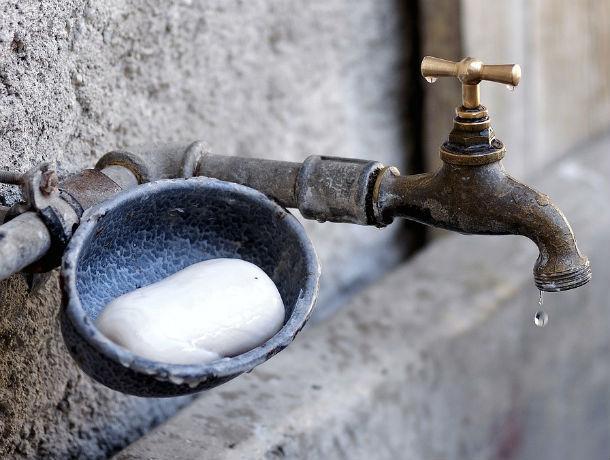 Ростовчане второй день сидят без воды из-за прорыва водопровода