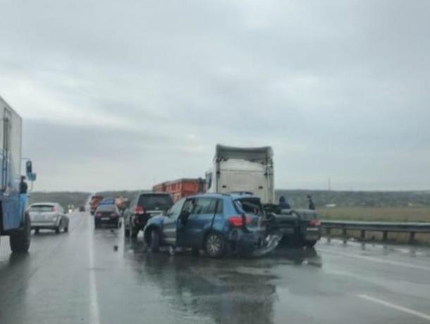 Натрассе М-4 «Дон» иностранная машина  протаранила 5  авто, есть пострадавшие