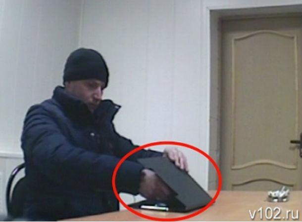 Полумиллионная взятка полицейскому стала первопричиной задержания ростовчанина вВолгоградской области