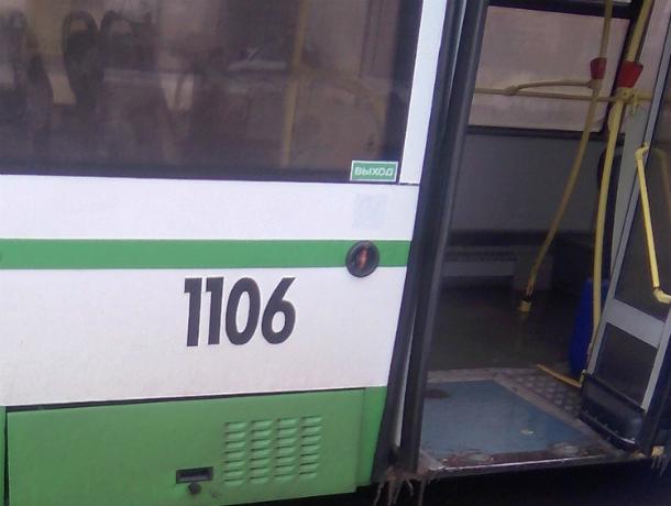 Согревать варежками стучащие от холода зубы пришлось пассажирам «экономного» автобуса в Ростове