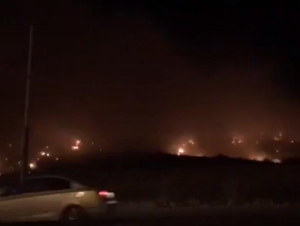 Жуткий многодневный пожар на мусорной свалке под Ростовом попал на видео
