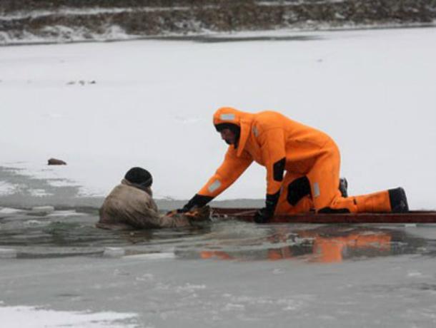 ВРостове спасли нетрезвого рыбака, который едва не потонул около понтонного моста