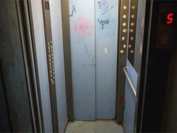 Телепортировавшиеся из лифта вещи вызвали раздор между жильцами многоэтажки в Ростова