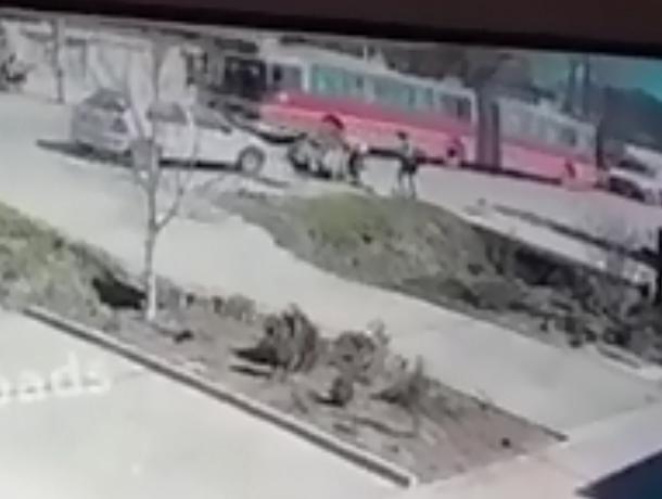 В Батайске водитель сбил перебегавшую через дорогу девочку