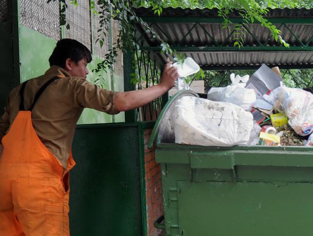 Два миллиона рублей выбросил вместе с мусором рассеянный автолюбитель по дороге в Ростов