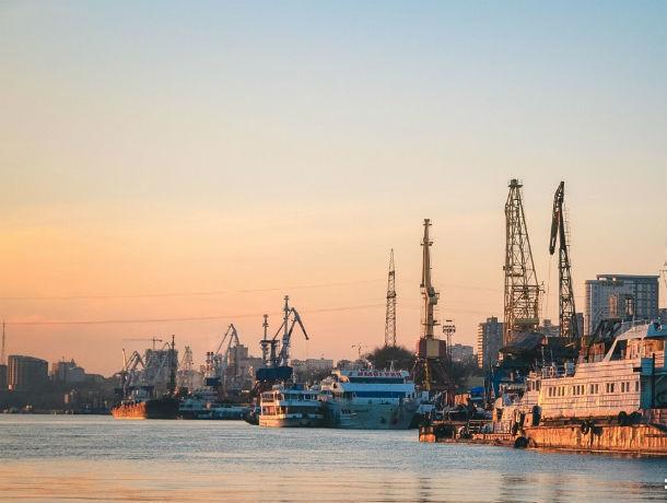 В Черном море потерпел крушение теплоход, идущий из Ростова в Турцию