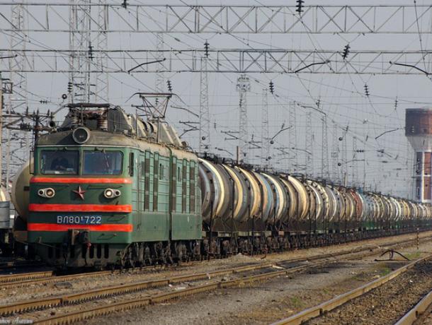 Поезд сбил насмерть мужчину иженщину вРостовской области