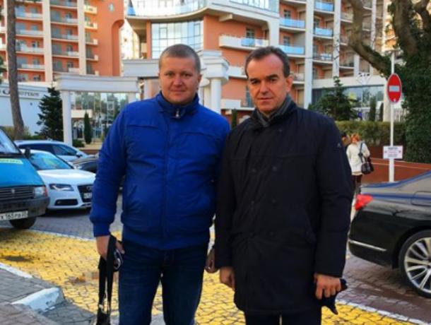 Кубанский губернатор без охраны прогулялся по набережной Геленджика и вызвал зависть ростовчан