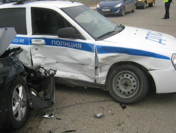 ВРостове наСеверном нетрезвый полицейский протаранил две машины коллег