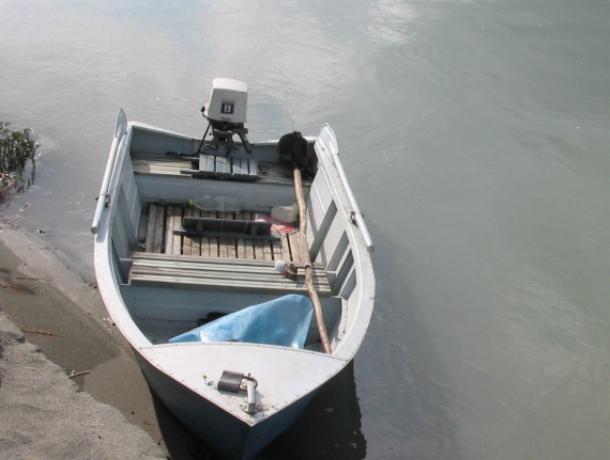Смелую женщину в лодке «отрезала» разбушевавшаяся стихия на острове в Ростовской области