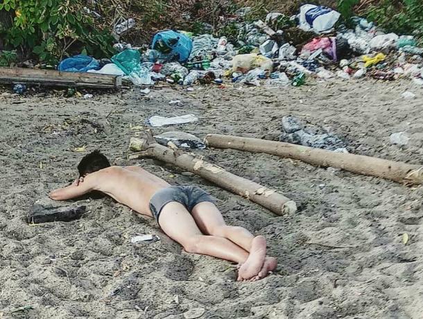 Классический пляжный отдых у мусорной свалки вызвал стыд за свой город у ростовчан
