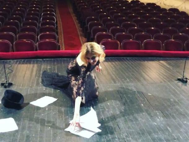 Самой красивой святыней мира назвала таганрогский театр знаменитая Любовь Толкалина
