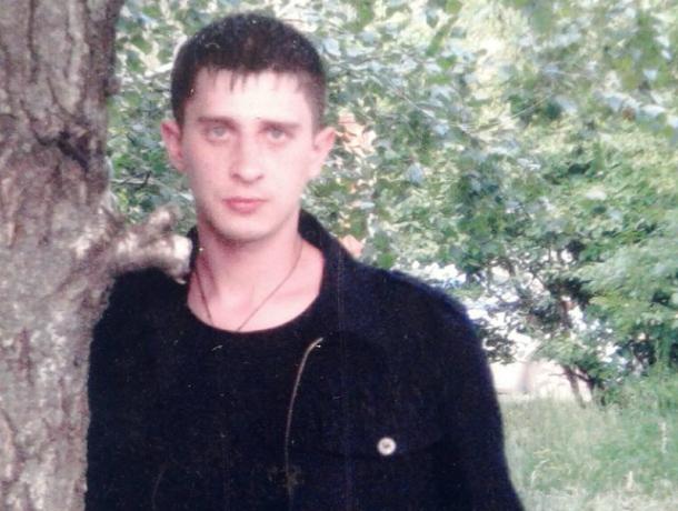 Молодой брюнет из Ростова безнадежно пропал, уехав с другом на заработки в Красный Сулин