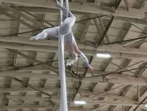 Встречу Василия Голубева с Анатолием Чубайсом в Таганроге украсили  воздушными гимнастками
