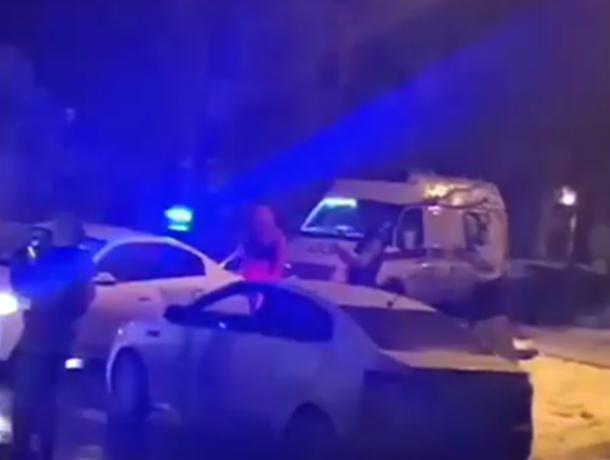 Молодая пассажирка неуступчивой автоледи пострадала в тройном ДТП на темной улице Ростова