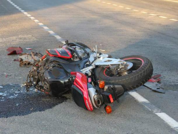 Водитель легковушки снес мотоциклиста на улице Бодрой в Ростове