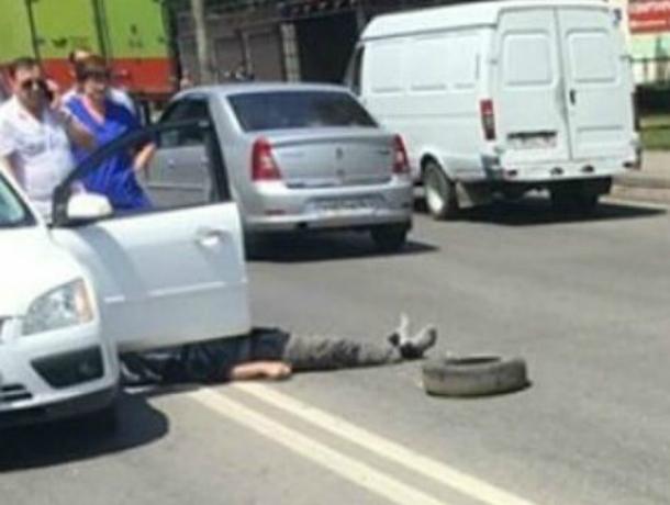 Свидетели : вРостове шофёр  скончался  зарулем