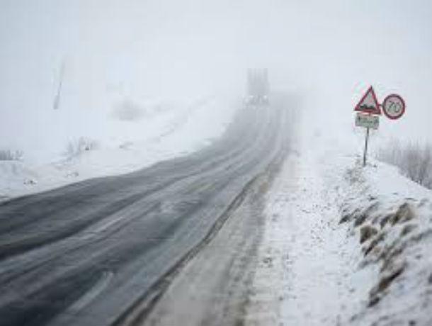 Снегоуборочная техника из-за разгула стихии «заполонит» в выходные трассы Ростовской области
