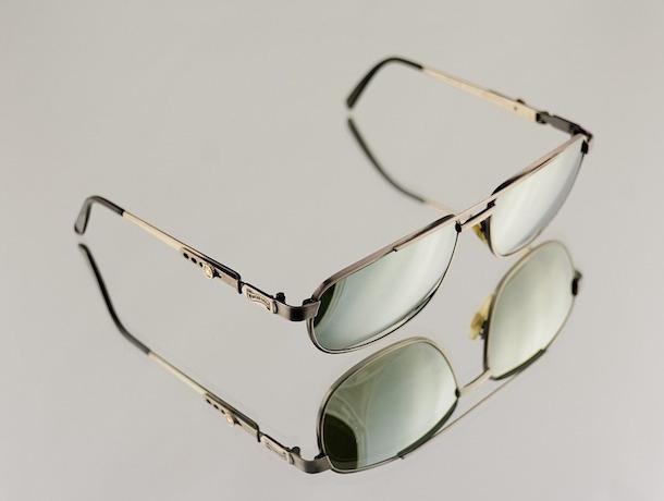 Незадачливый вор украл очки за 320 тысяч рублей и выбросил их