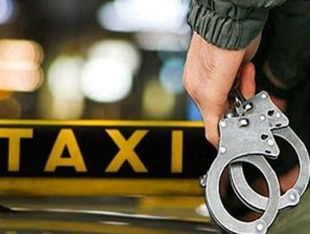 ВРостове 2 неизвестных ограбили иизувечили таксиста
