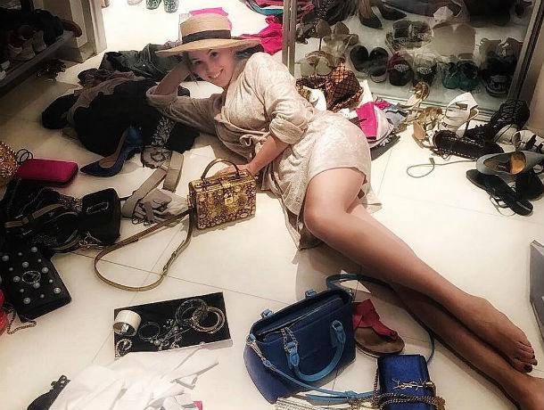 С криками и болью в сердце отвоевала право носить любимые платья красотка-супруга Дмитрия Диброва