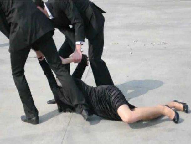 Впосетительниц ростовского караоке брызнули избаллончика после отказа познакомиться