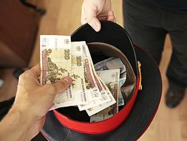 Двух полицейских обвинили в получении крупной взятки в Ростове