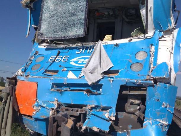 Убивший себя и помощника машиниста водитель подставил свой КамАЗ под несущийся со скоростью 100 км/ч локомотив