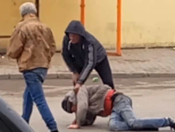 Возомнившие себя супергероями поддатые бомжи устроили битву на автовокзале Ростова