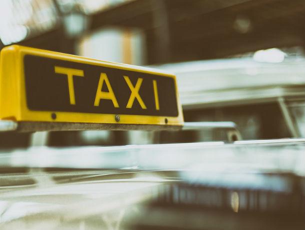 В Ростове таксист подвёз девушку за 130 тысяч рублей