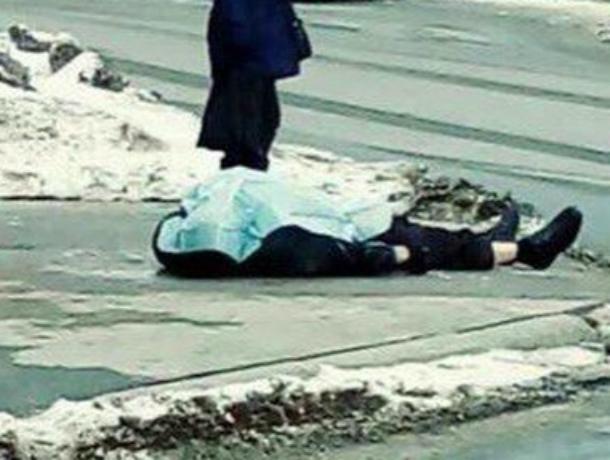 Мужчина потерял сознание и умер на глазах у шокированных прохожих на тротуаре Ростова