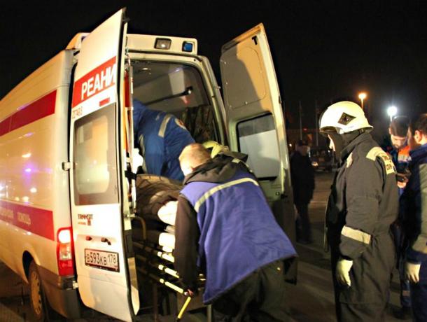 Под Ростовом фура врезалась вотъезжающий отостановки автобус спассажирами