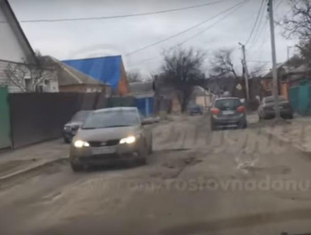 Провоцирующая нервный приступ у автомобилистов «сельская» дорога Ростова попала на видео