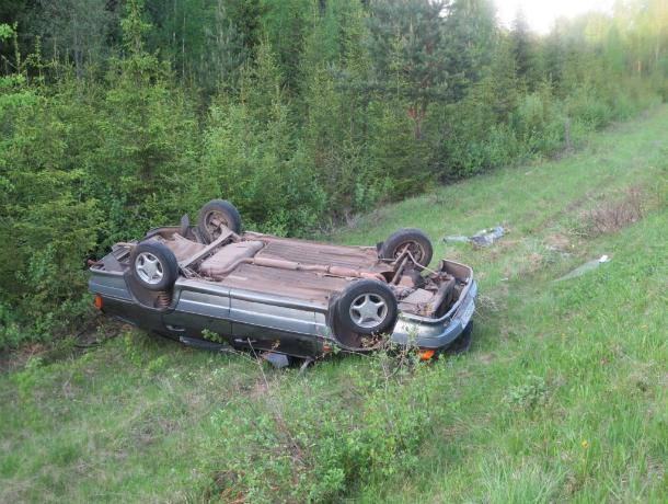 Натрассе вРостовской области перевернулся автомобиль: есть погибшие