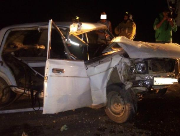 Мужчина погиб, двое маленьких детей пострадали в ДТП с легковушкой и КамАЗом под Ростовом