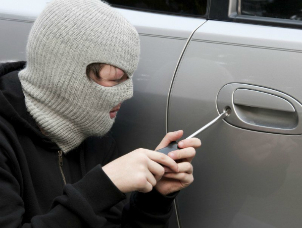 Серийного взломщика автомобилей схватили в Ростовской области