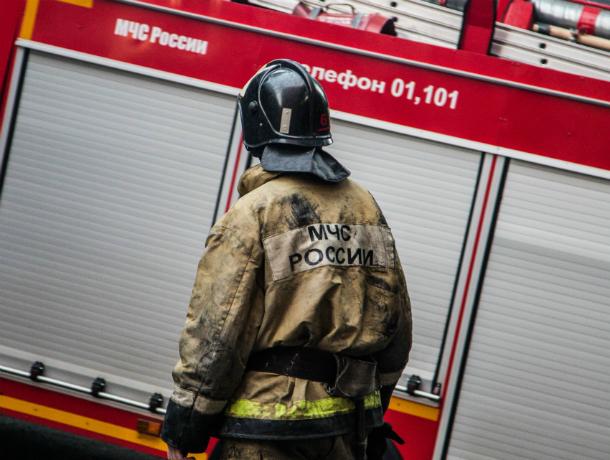 Обгоревшее тело мужчины обнаружили потушившие пожар в Ростовской области огнеборцы