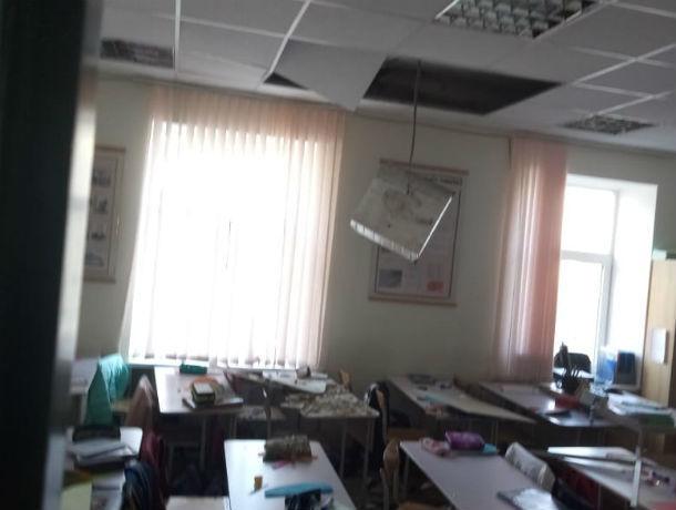 «Потолок обрушился на головы наших детей», - ростовчане в ужасе от качества ремонта в школе