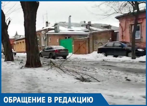 Бесплатный каток с риском для жизни: Ростов покрылся льдом, который никто не чистит
