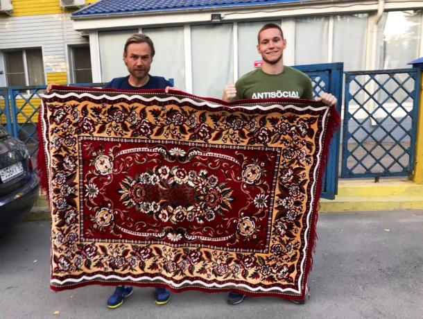 Замечание получил ФК «Ростов» за болельщика с колоритным ковром