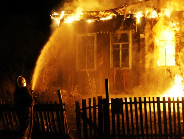 Страшную смерть принял мужчина во время пожара в своем доме под Ростовом